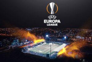 Logo Ligi Europy na tle oświetlonego stadionu piłkarskiego