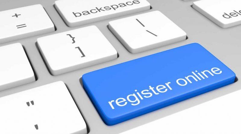 "niebieski guzik z napisem ""register online"" na klawiaturze komputera"