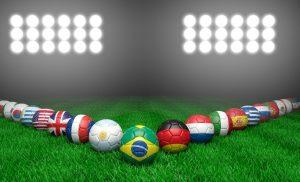 Piłki z flagami państw reprezentacji na mundialu