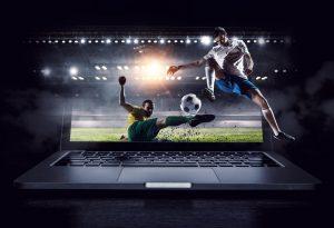 mecz piłki nożnej na ekranie laptopa