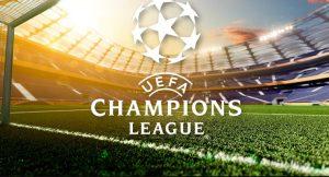 logo Ligi Mistrzów na tle boiska sportowego