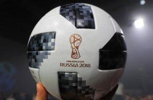 piłka futbolowa z logo MŚ 2018